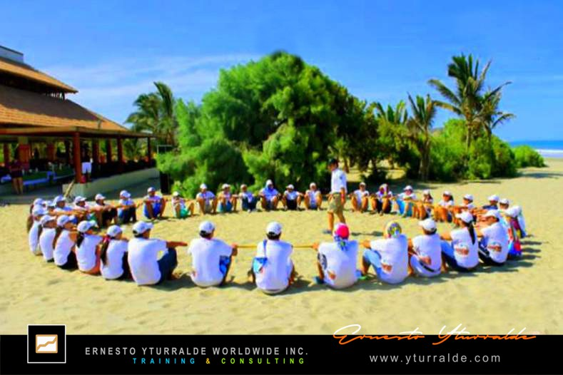 Ecuador Team Building Talleres de Cuerdas & Outdoor Training | Ernesto Yturralde Worldwide Inc.